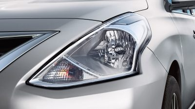 Nissan Versa head lamps