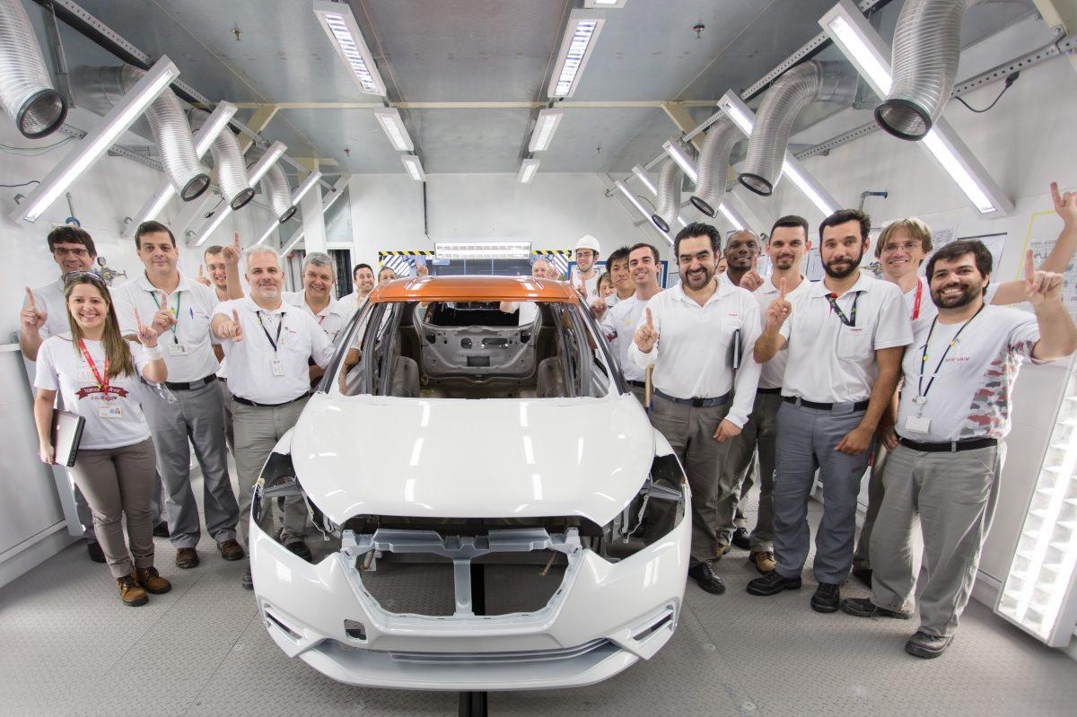 3177ffd43 Complexo Industrial de Resende pinta o primeiro Nissan Kicks 2-Tone
