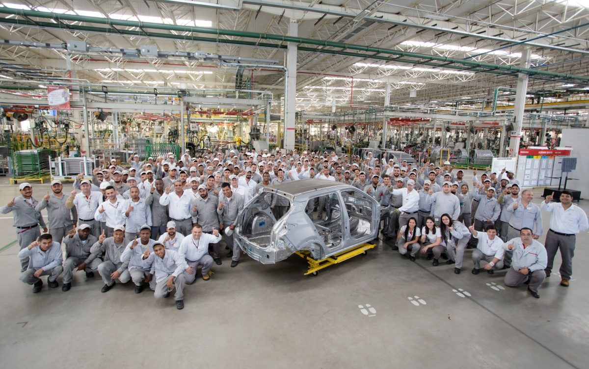 ec53a1e8b Complexo Industrial de Resende monta primeira carroceria do crossover Nissan  Kicks