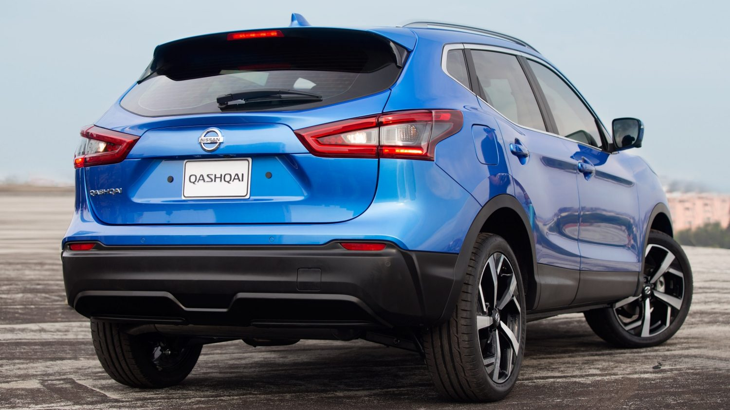 Qashqai rear driving shot on highway