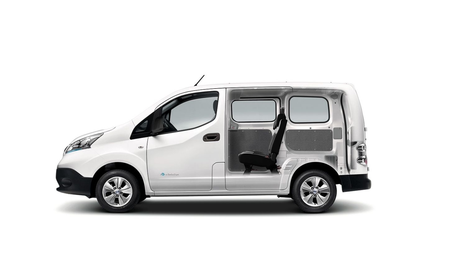 e-NV200 side open exterior