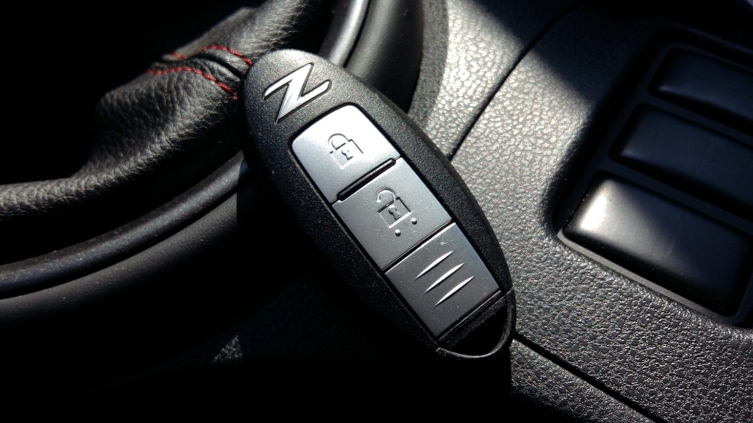NISSAN 370Z COUPÉ – NISSAN Intelligent Key