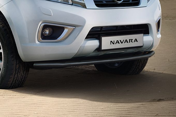 Nissan NP300 Navara Double Cab - Front styling bar - Black