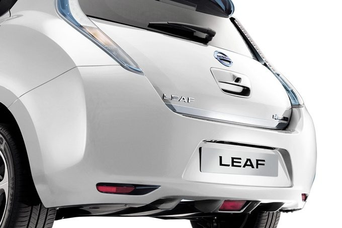 Nissan LEAF - Exterior - Trunk lower finisher chrome