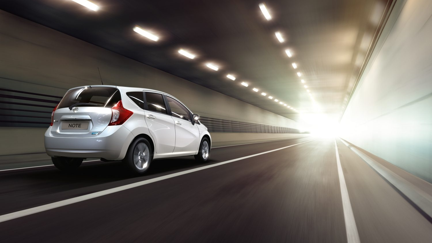 Nissan NOTE Arctic White – 3/4 vy bakifrån