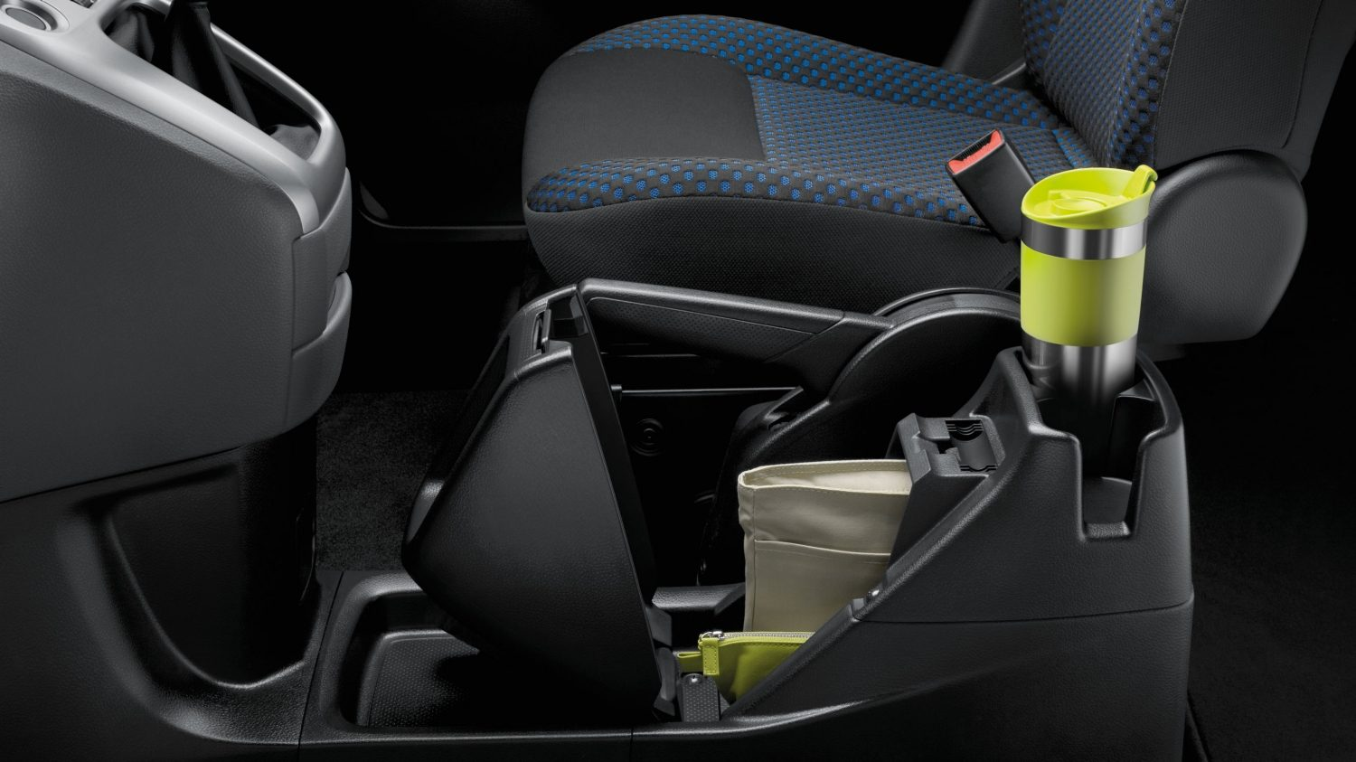 Combi | Nissan NV200 | Cup holders