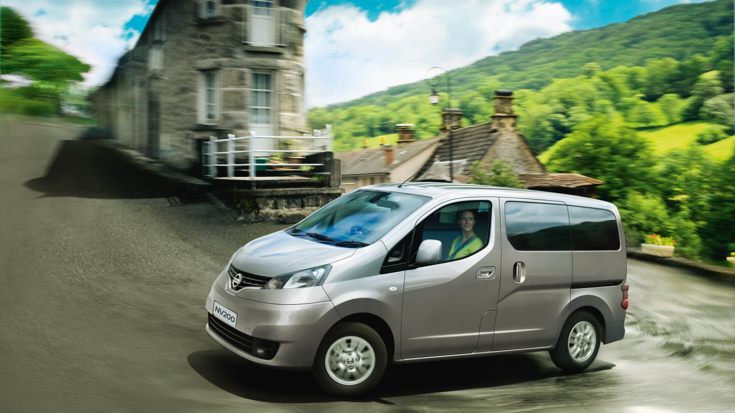 Combi | Nissan NV200 | MPV on the road
