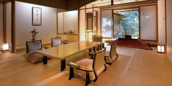interior do Ryokan com cadeiras