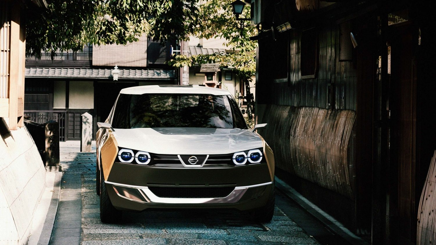 Nissan IDX Freeflow Concept. Gallery straight front city alley.