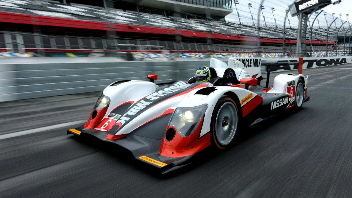 Experience Nissan - Motorsport - Car on track