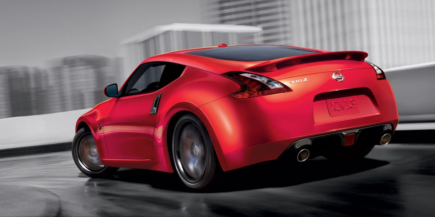 370Z Coupe taking on sharp curve