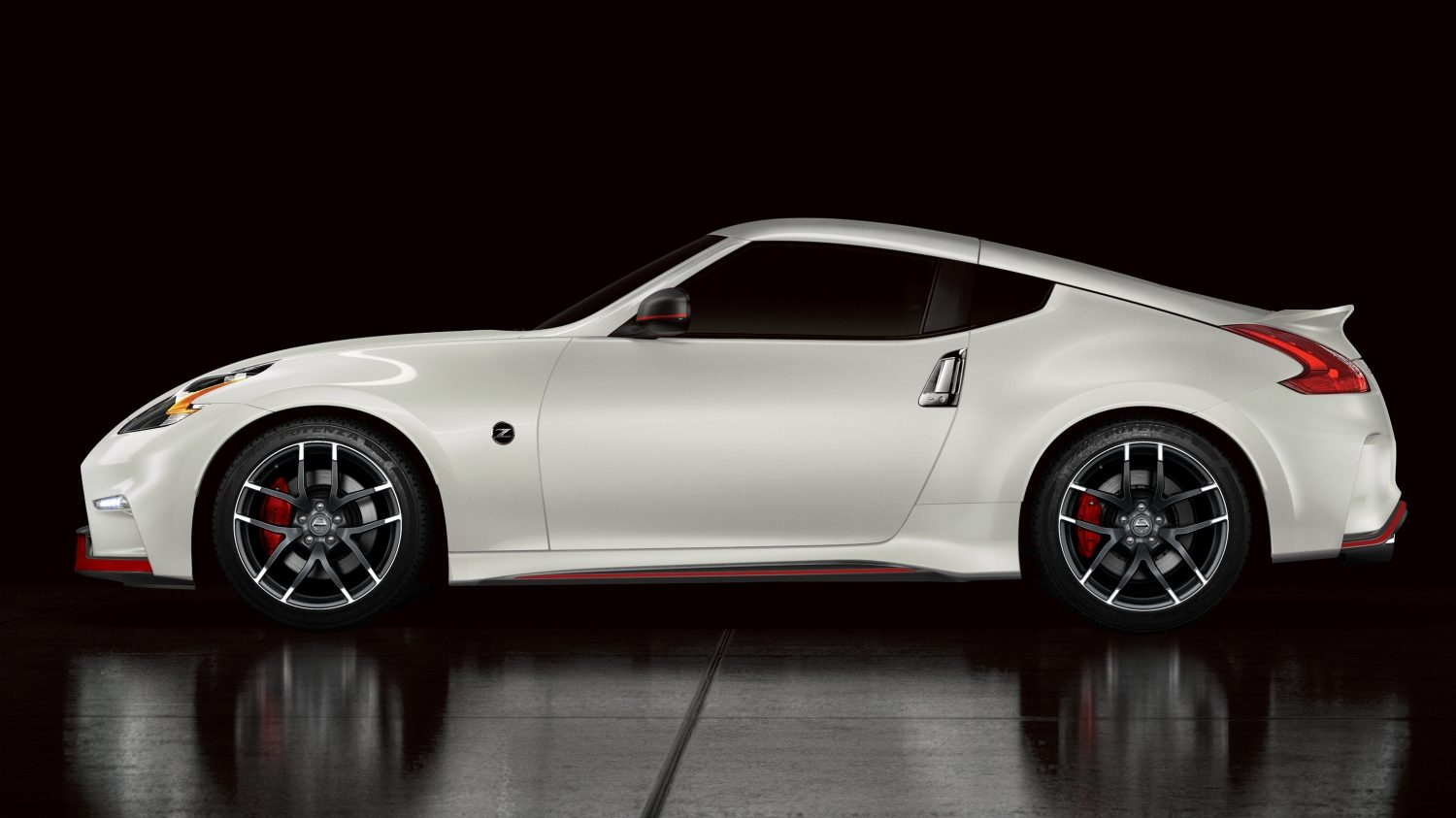 NISSAN 370Z COUPÉ Brilliant White– Vue du côté conducteur