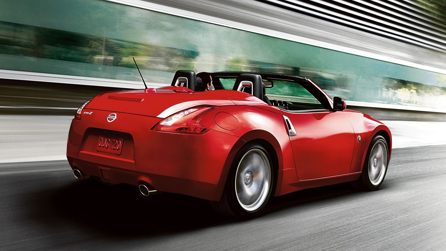 Nissan 370Z ROADSTER Force Red - Vista de trás 3/4