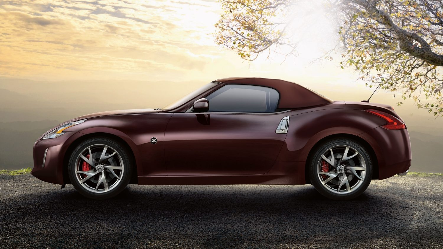 Nissan 370Z ROADSTER - Sunset red - Vista laterale con la capote alzata