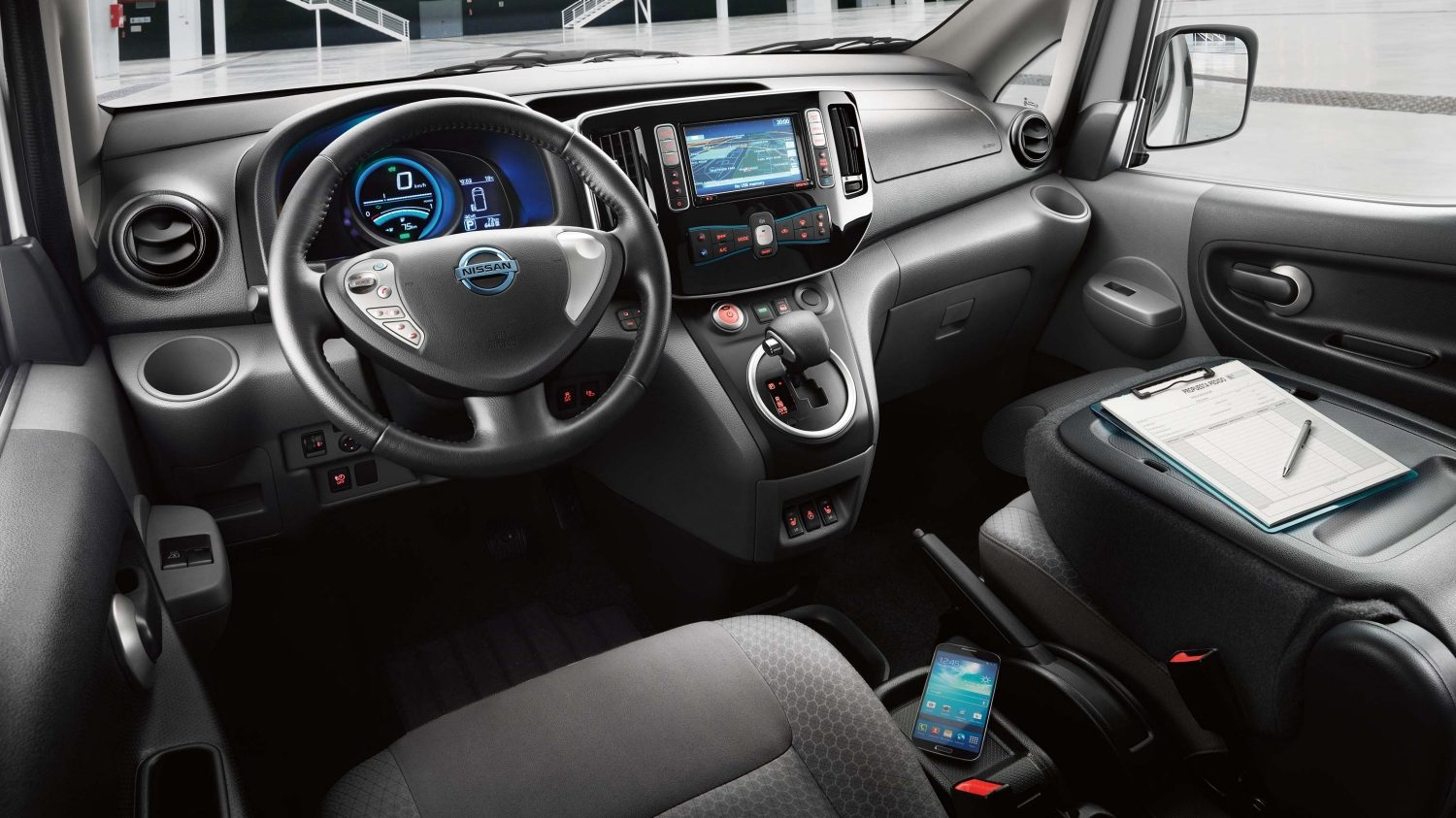 NISSAN e-NV200 – habitacle transformé en bureau mobile