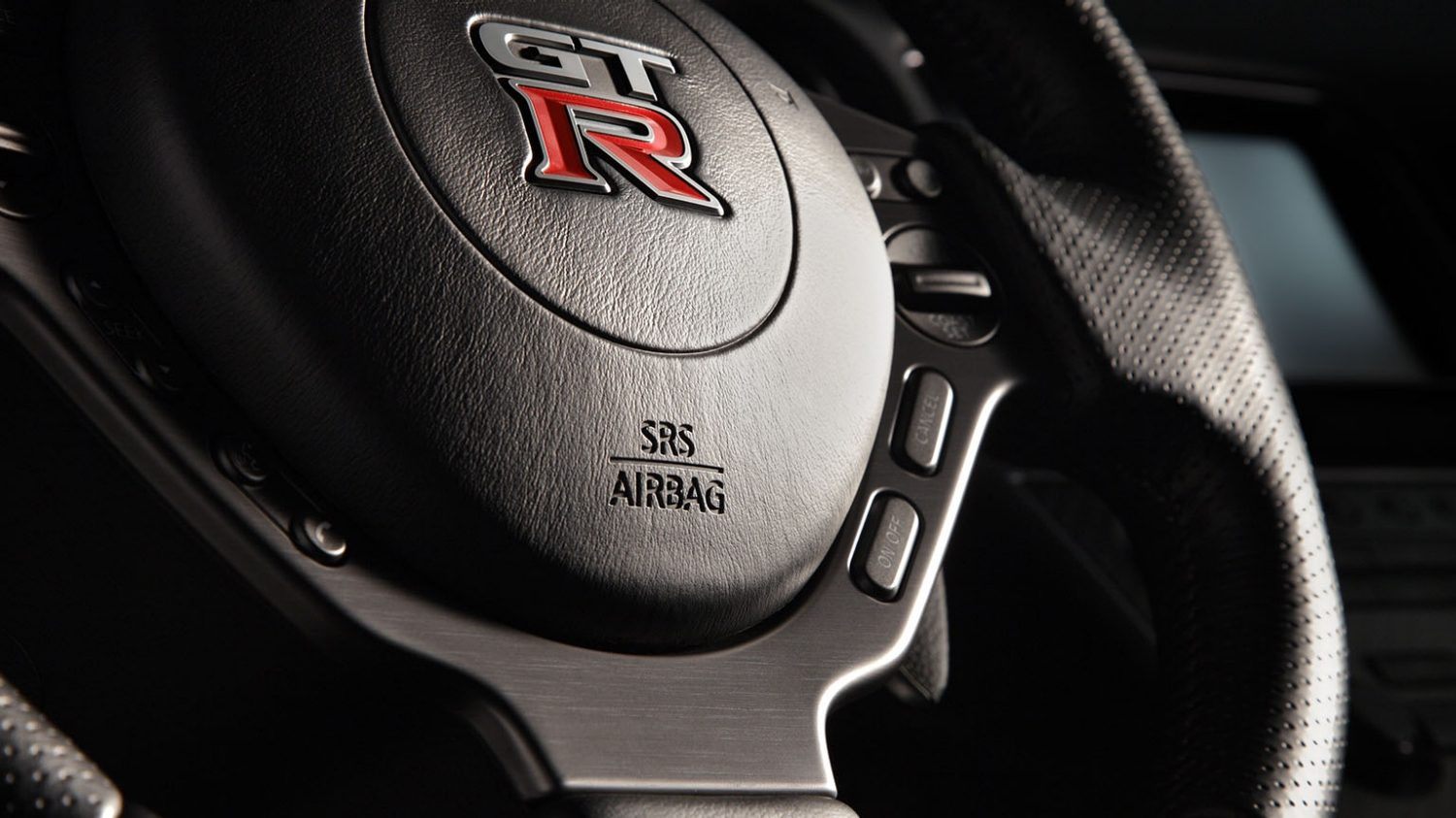 NISSAN GT-R – Front-Airbags