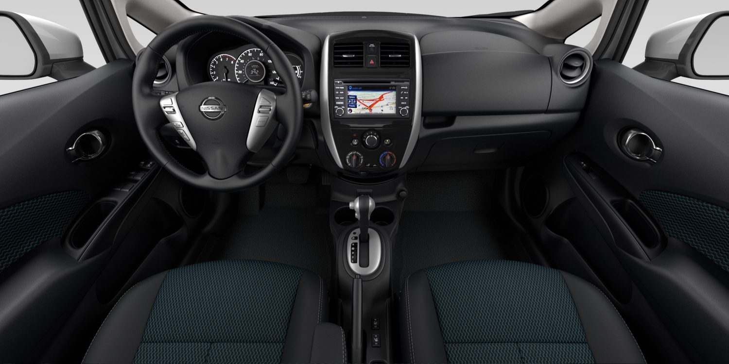 Interior del Nissan Versa Note en tela de color Charcoal - SL