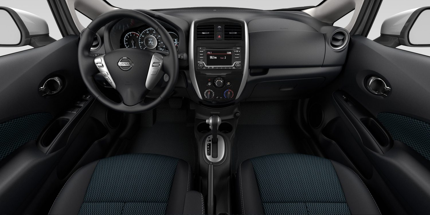 Interior de Nissan Versa Note en tela de color Charcoal - SV