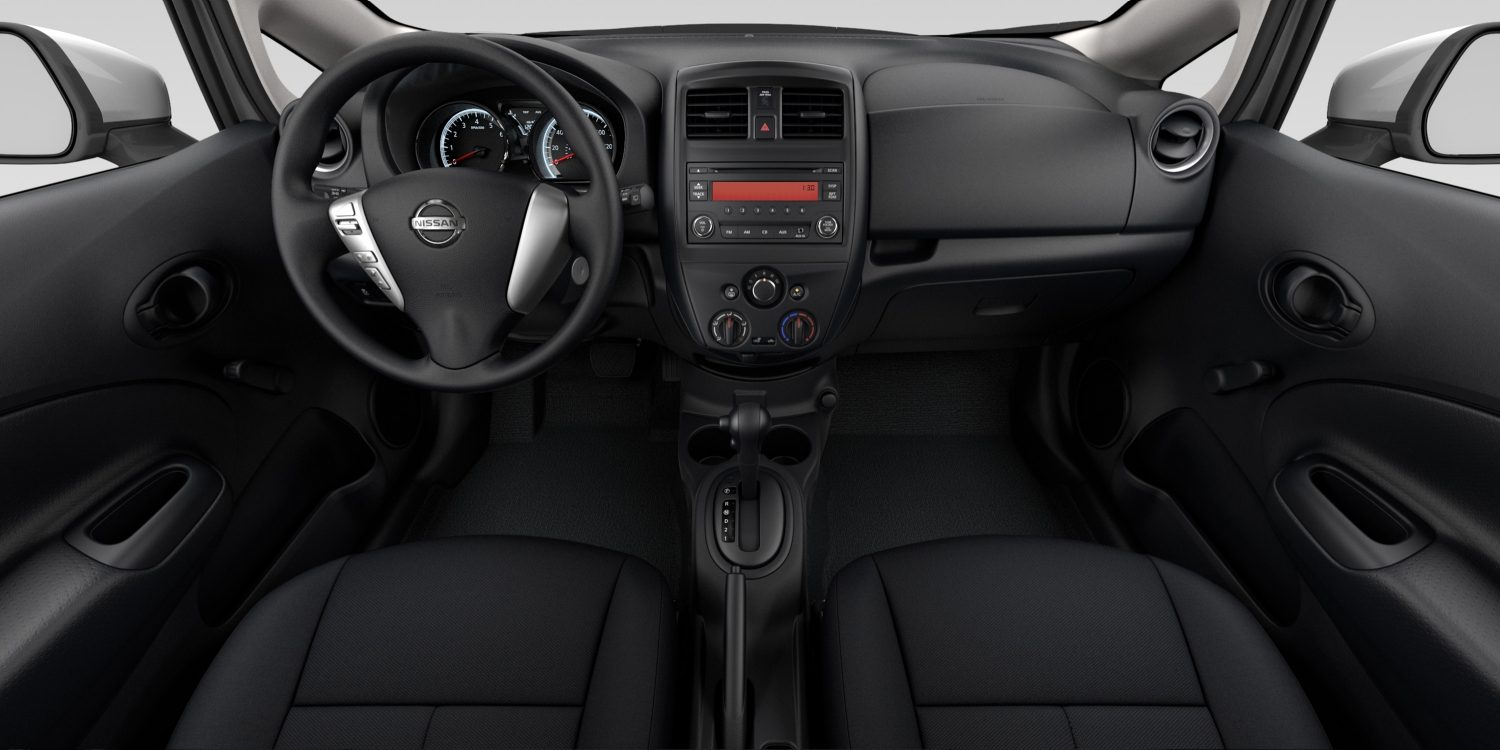 Interior del Nissan Versa Note en tela de color Charcoal - S Plus