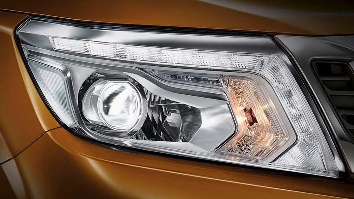 Navara | Nissan | LED daytime running lights