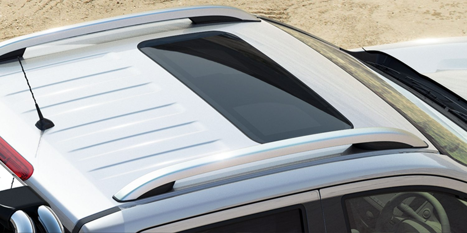 Nissan Navara power moonroof