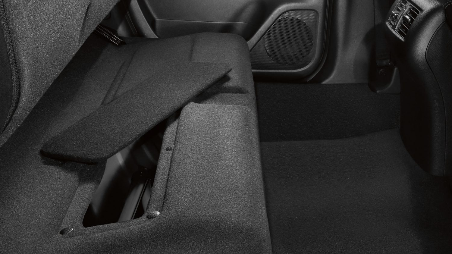 Nissan Navara rear storage compartment