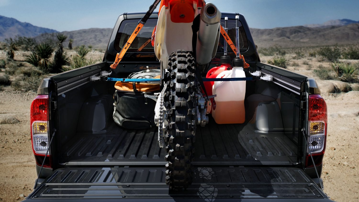 Nissan Navara - Rear view of cargo bed with dirt bike