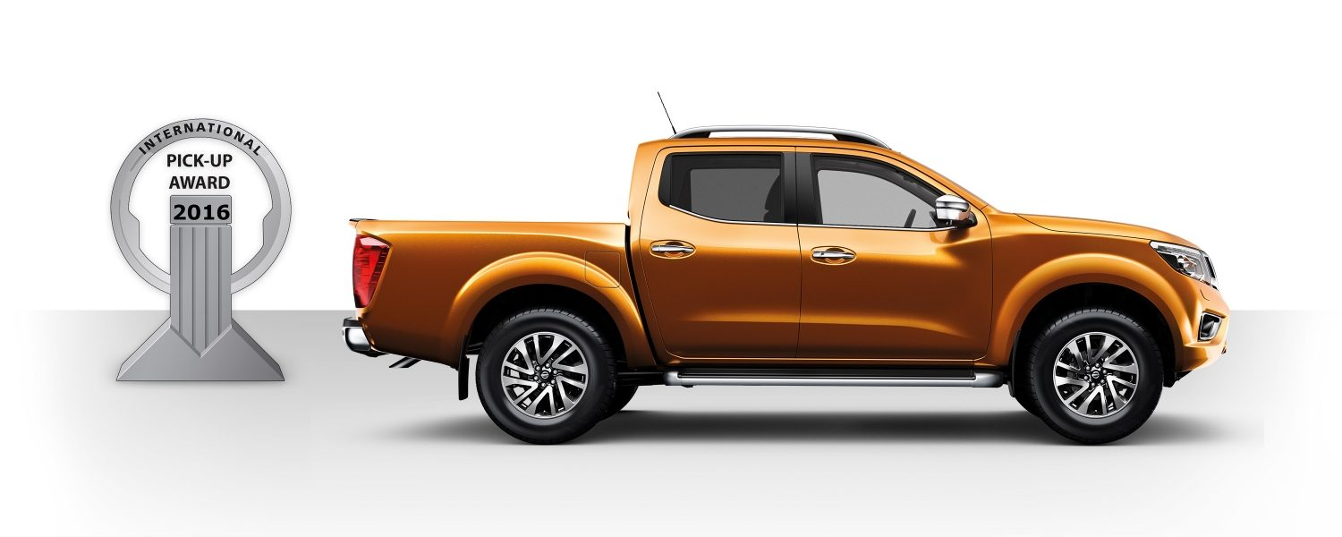 Nissan NP300 junto al premio 2016 International Pick-up Award