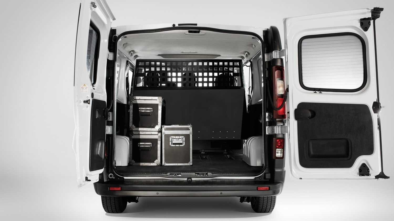 NV300 FULL REAR OPEN DOORS