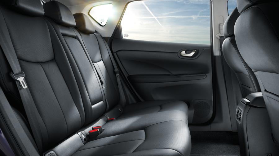Nissan PULSAR - Achteraanzicht interieur