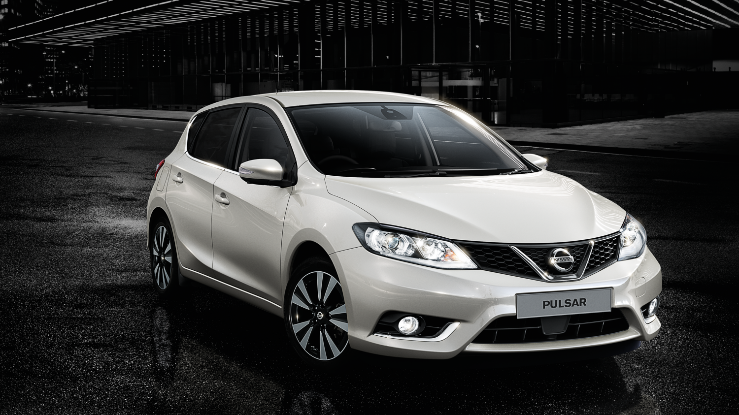 Nissan Pulsar – Hatchback | 3/4 front view with nighttime background