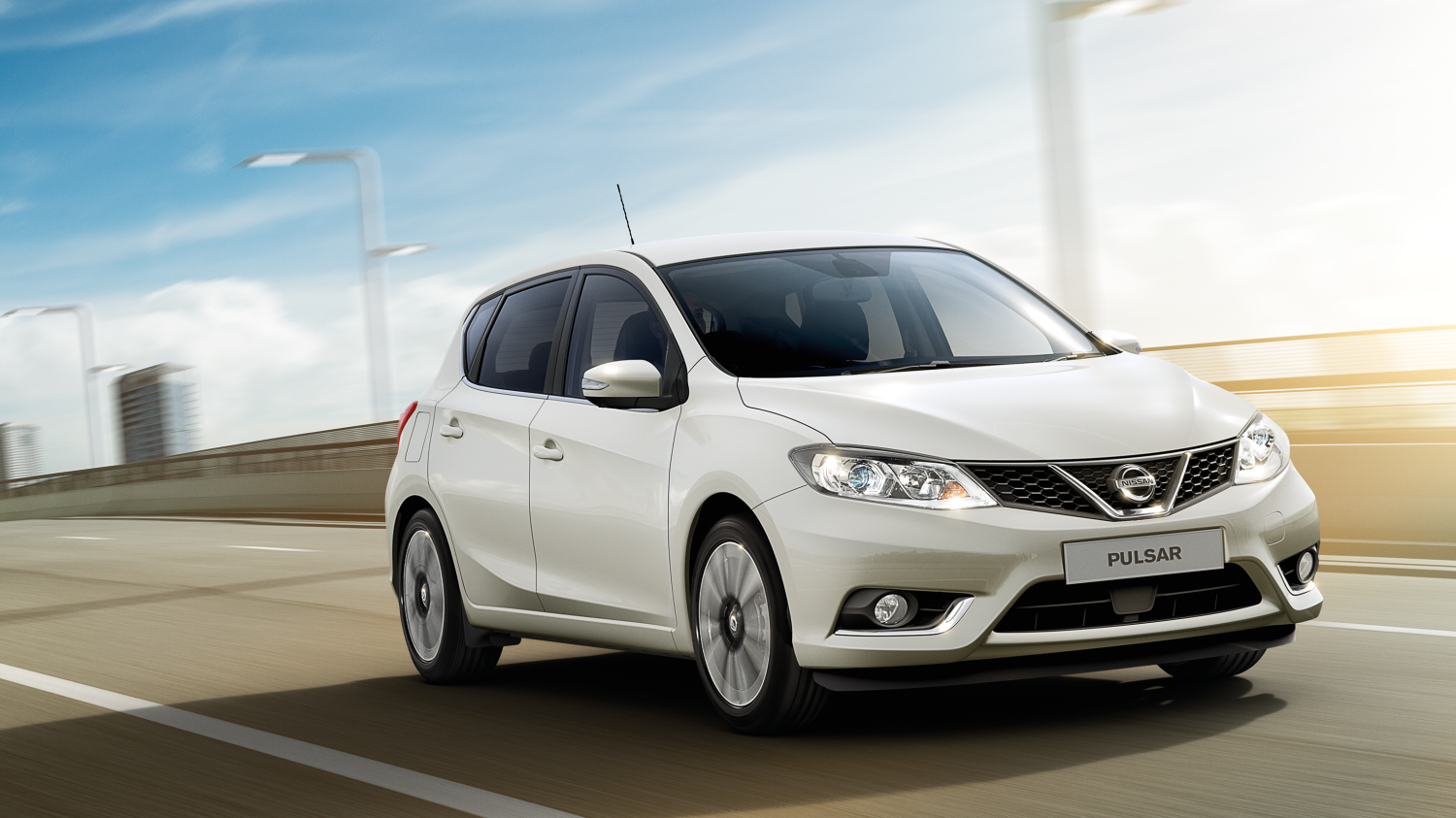 Nissan Pulsar – Hatchback | 3/4 front view on the road
