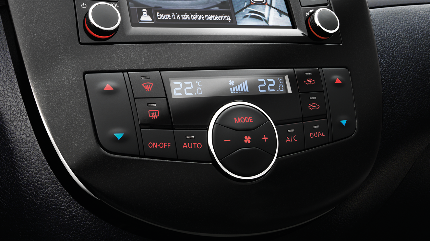 Nissan PULSAR berlina - Display con climatizzatore bizona