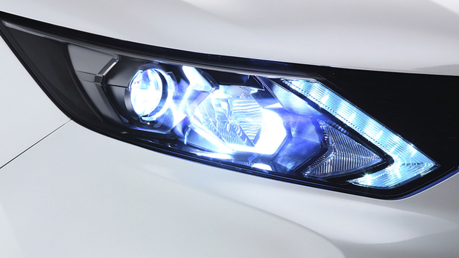 Small SUV design - LED Daytime Running Lights | Nissan Qashqai