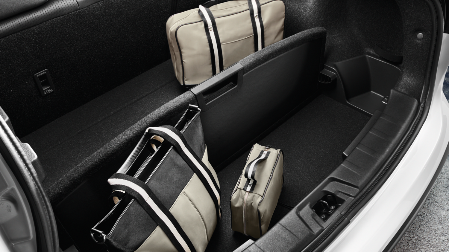 Small SUV features - Reversible boot-floor panels | Nissan Qashqai