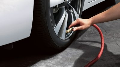 Nissan Sentra Tyre pressure monitoring system (TPMS) with Easy-fill tyre alert
