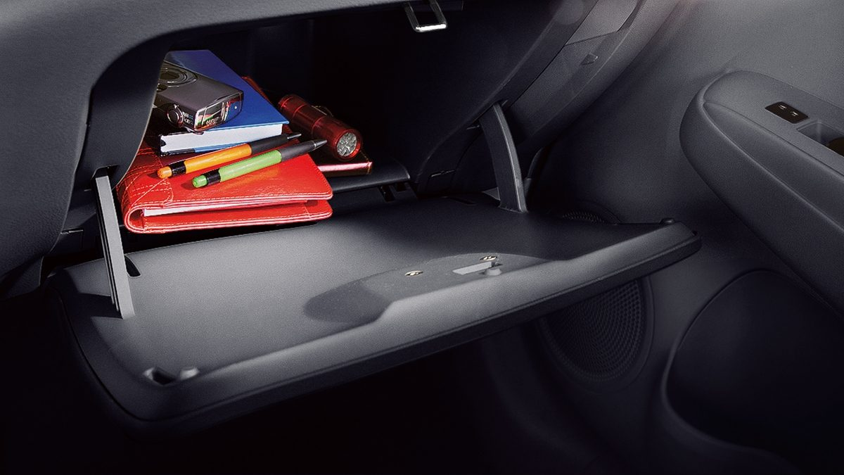 Nissan VERSA glove box