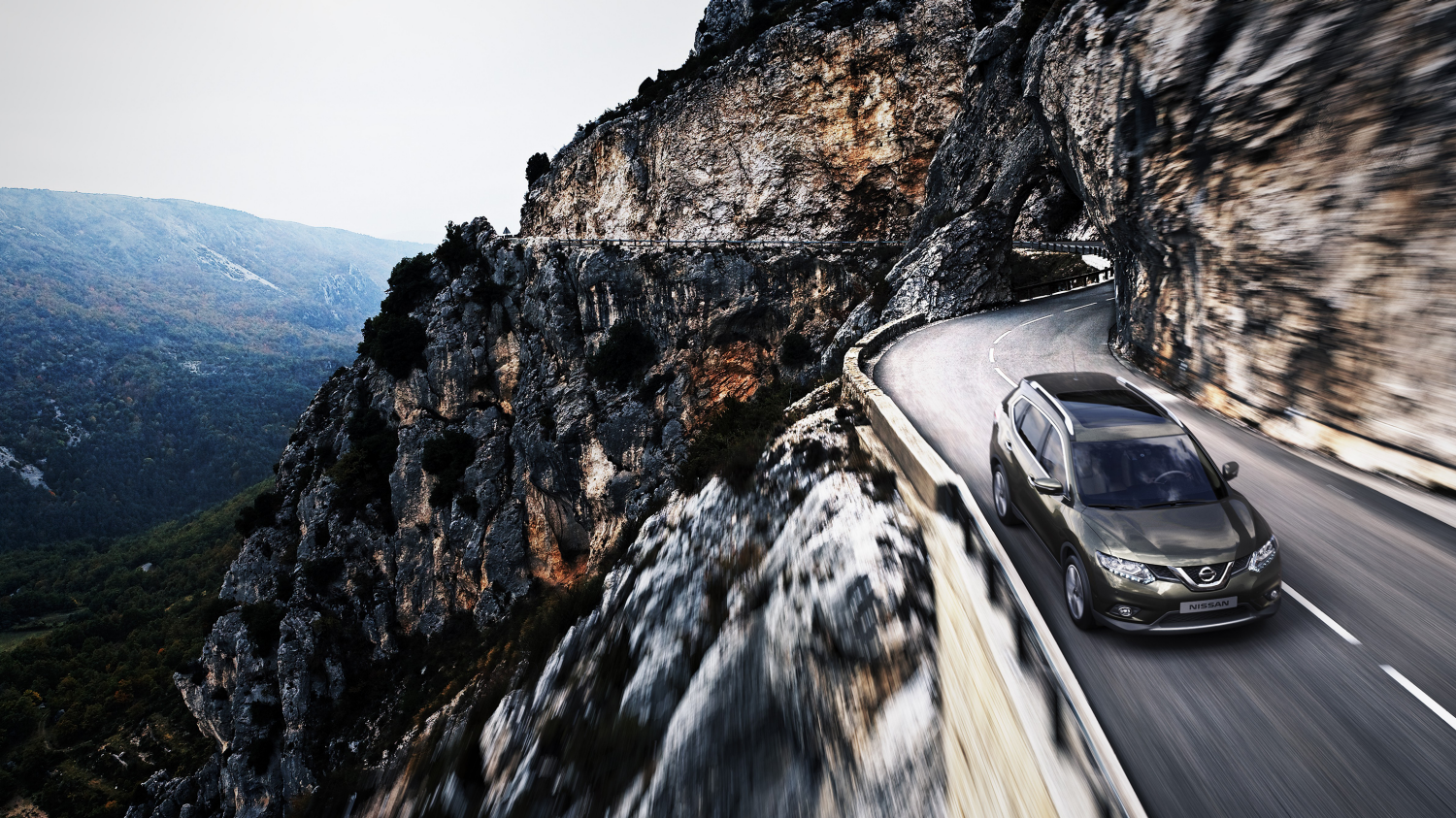 Nissan X-Trail Titanium olive - Overhead of driving through mountains