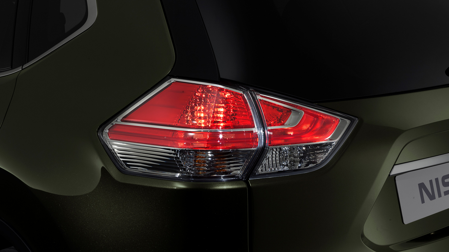 7 seater & 4x4 car design - Rear lights | Nissan X-Trail