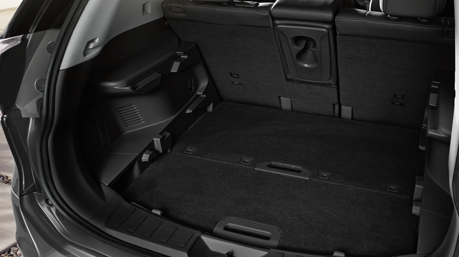 7 seater & 4x4 car features - Secure storage | Nissan X-Trail
