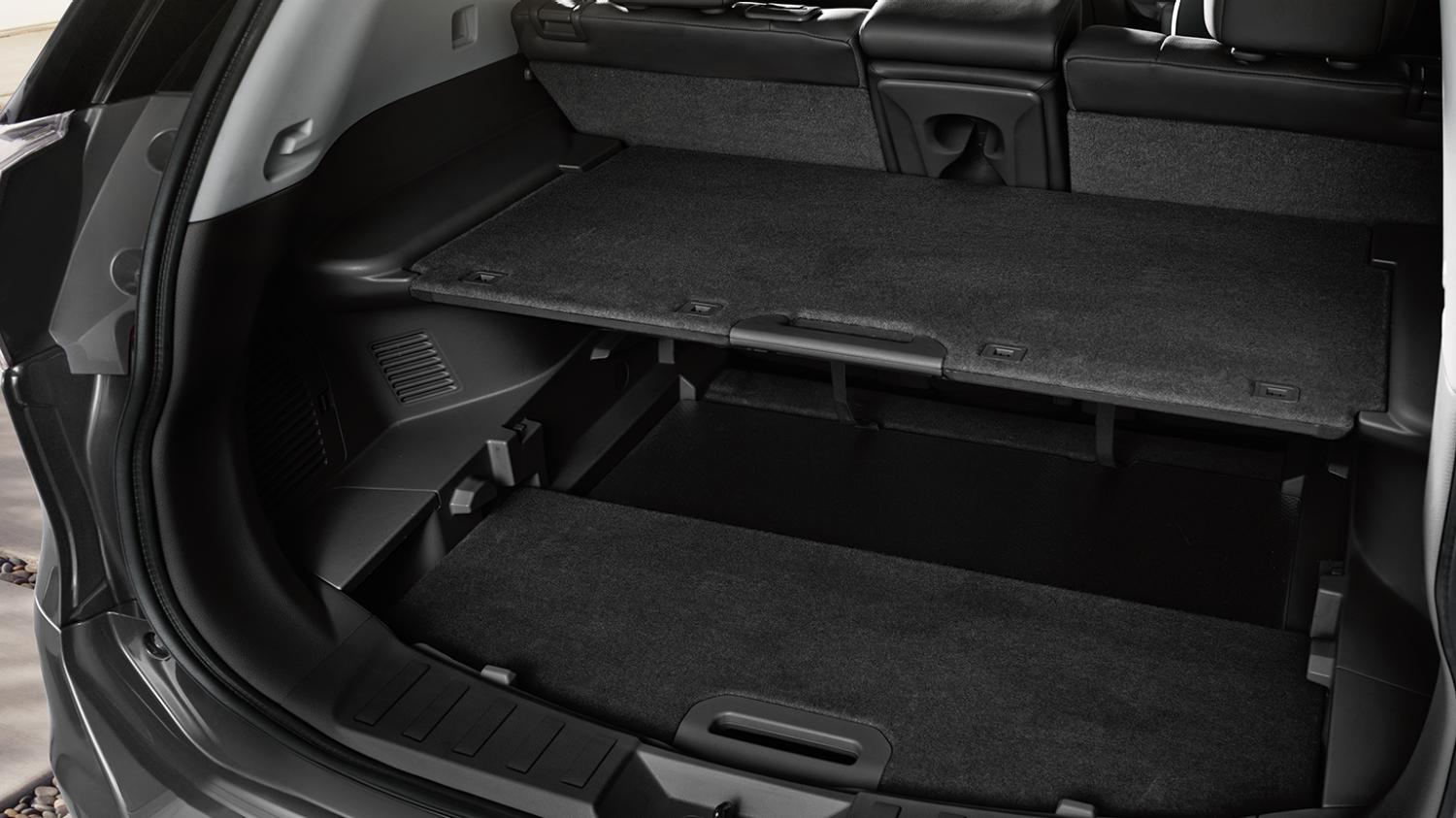 7 seater & 4x4 car features - Layered storage space | Nissan X-Trail