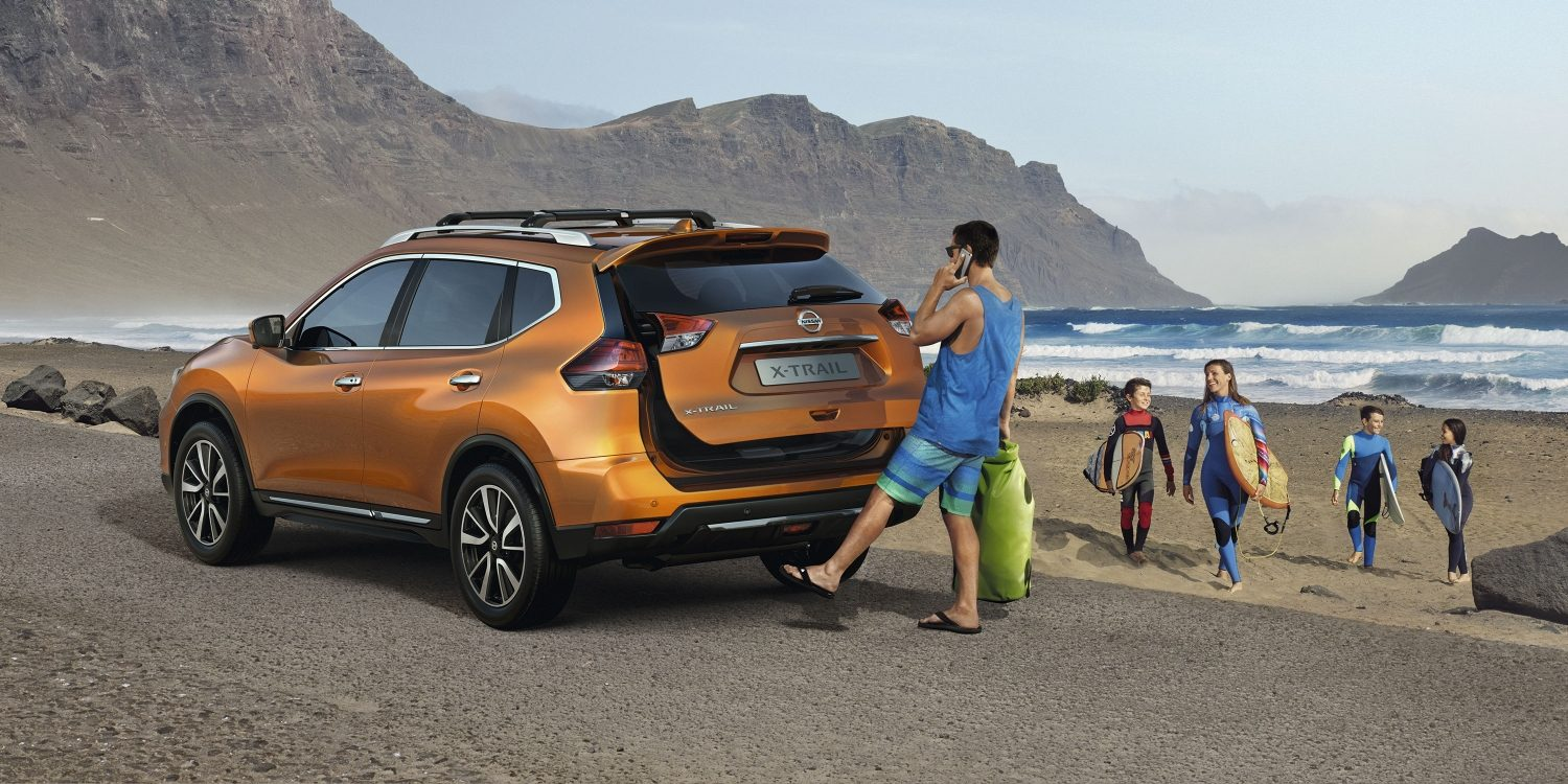 X-Trail on the beach side - Nissan Motion Activated Liftgate