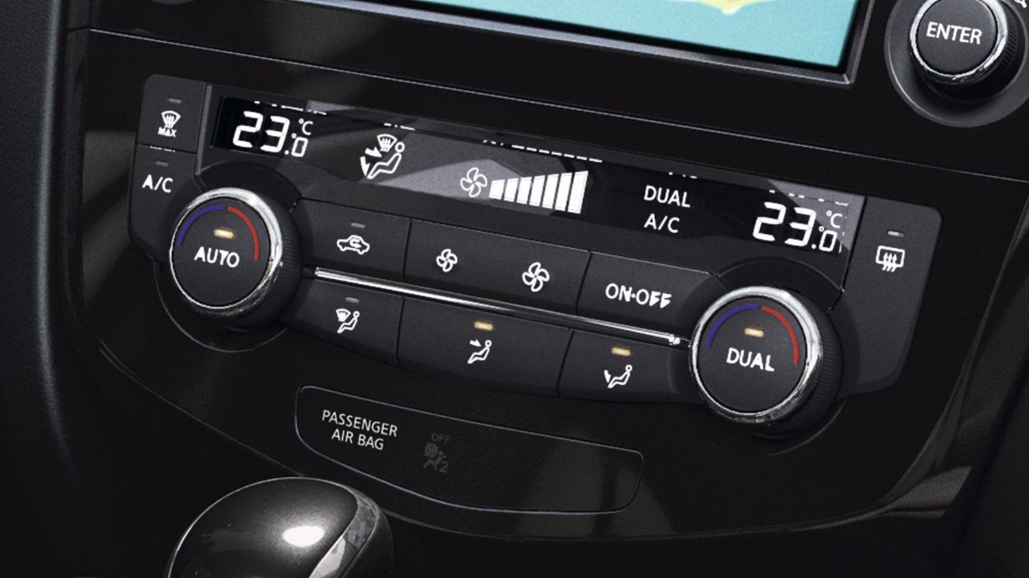 X-Trail detail shot temperature controls
