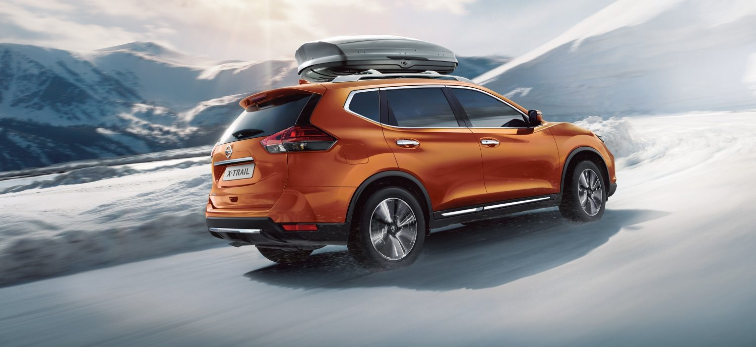 2018 NISSAN X-TRAIL driving on snow road
