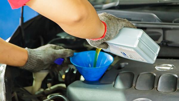15 Tips Membersihkan Mesin Mobil Yang Kotor Menjadi Bersih