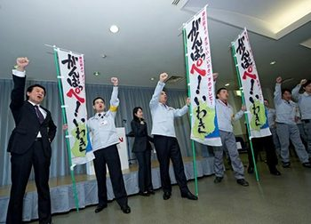 Carlos Ghosn, fourth from left, shouts words of  encouragement to employees at Nissan's  quake-hit Iwaki plant, in Fukushima Prefecture.