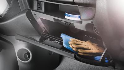 glove-box mobil nissan march interior
