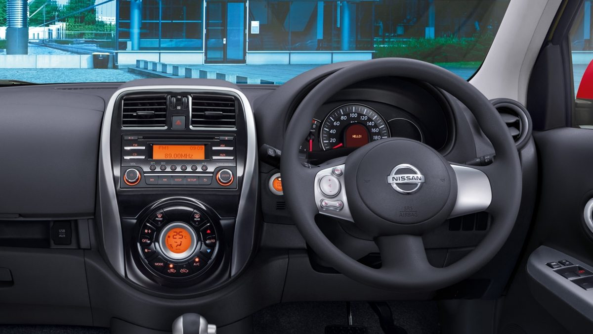 nissan march interior mobil
