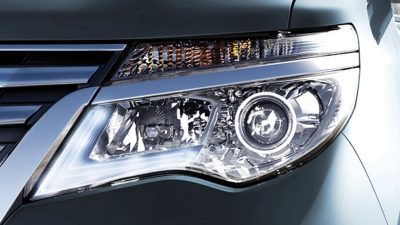 SIGNATURE HEADLAMP Nissan Serena