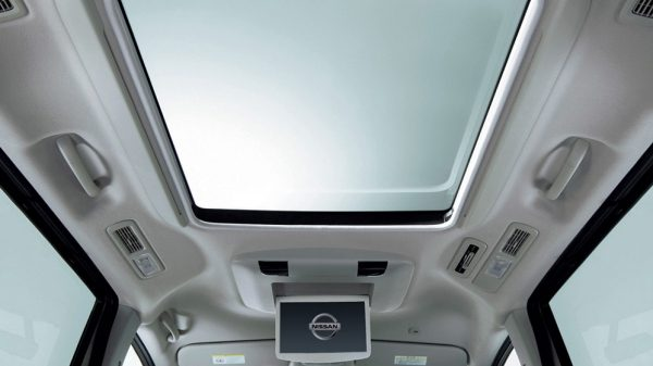 PANORAMIC ROOF Nissan Serena